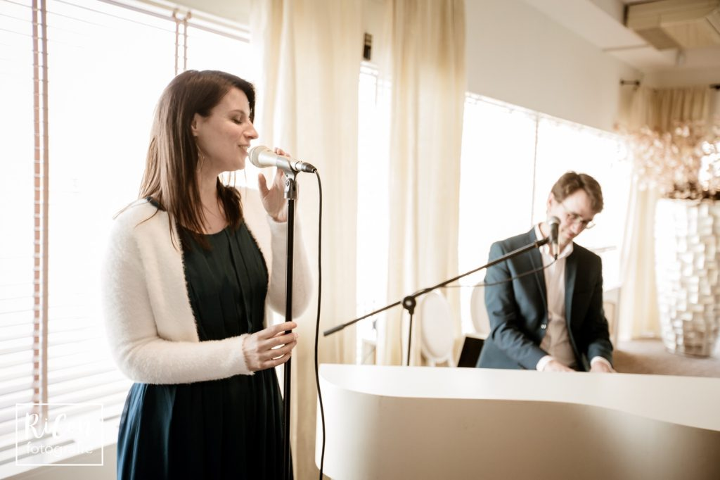 Akoestisch duo Song for you zingt live Nederlandstalige liedjes
